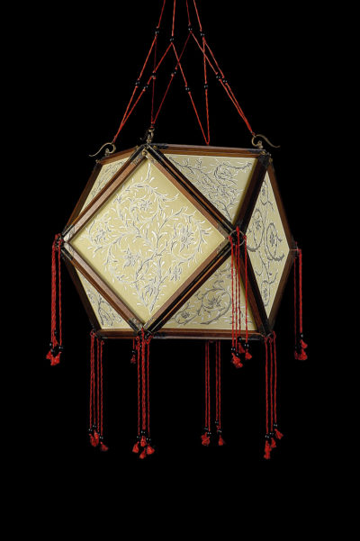 Fortuny Concubine Tempio silk lamp with wooden structure
