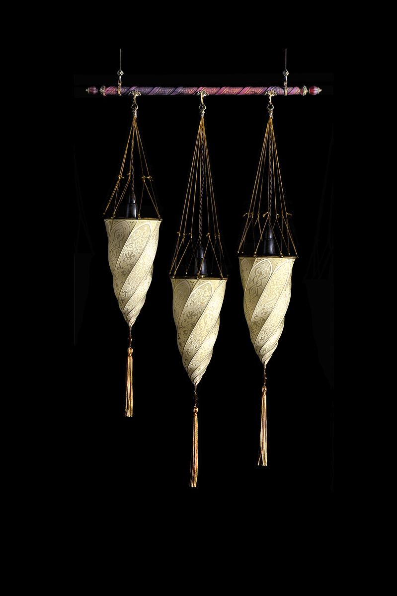 Fortuny Cesendello silk lamp on a rod 3 light points