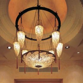 Scudo Saraceno and Cesendello Fortuny lamps at the Ashiana-Restaurant-in Dubai, lamp view