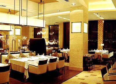 Byblos Restaurant in Saudi Arabia with silk Cesendello with ceiling attachment