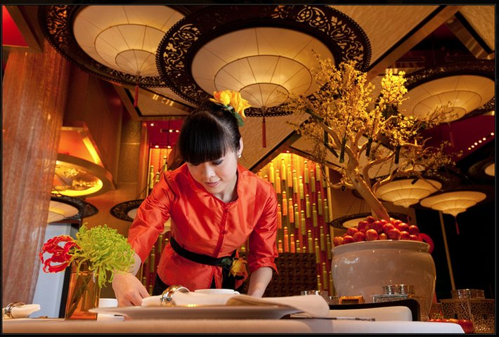 GOLDEN FLOWER Restaurant in China with Fortuny Lamps 2