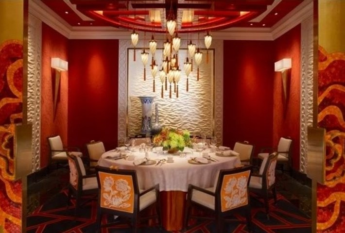 GOLDEN FLOWER Restaurant in China with Fortuny Lamps 5