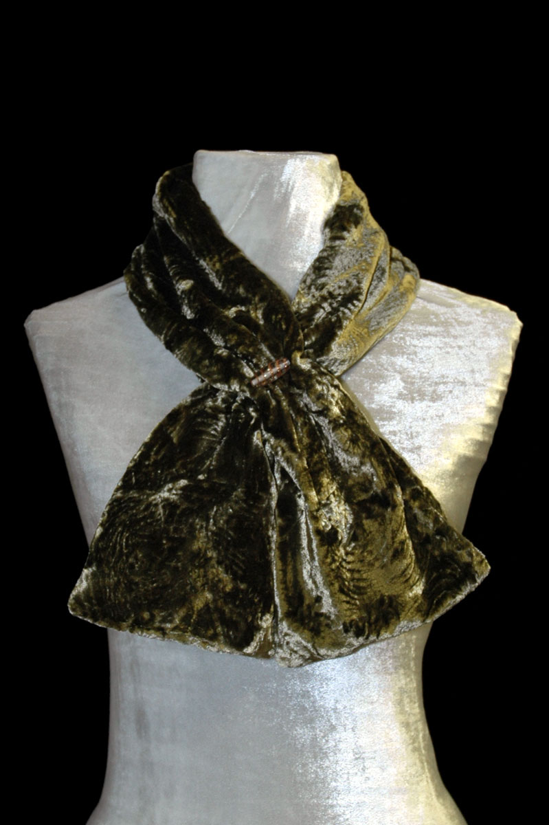 Fortuny green furrowed velvet scarf with Murano glass bead