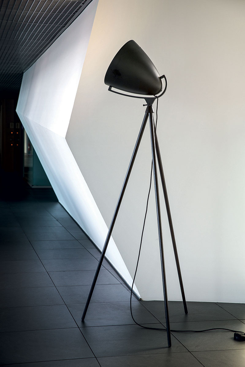 Pallucco Faro Next black floor lamp