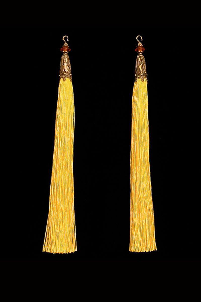 Venetia Studium couple of yellow hook tassels