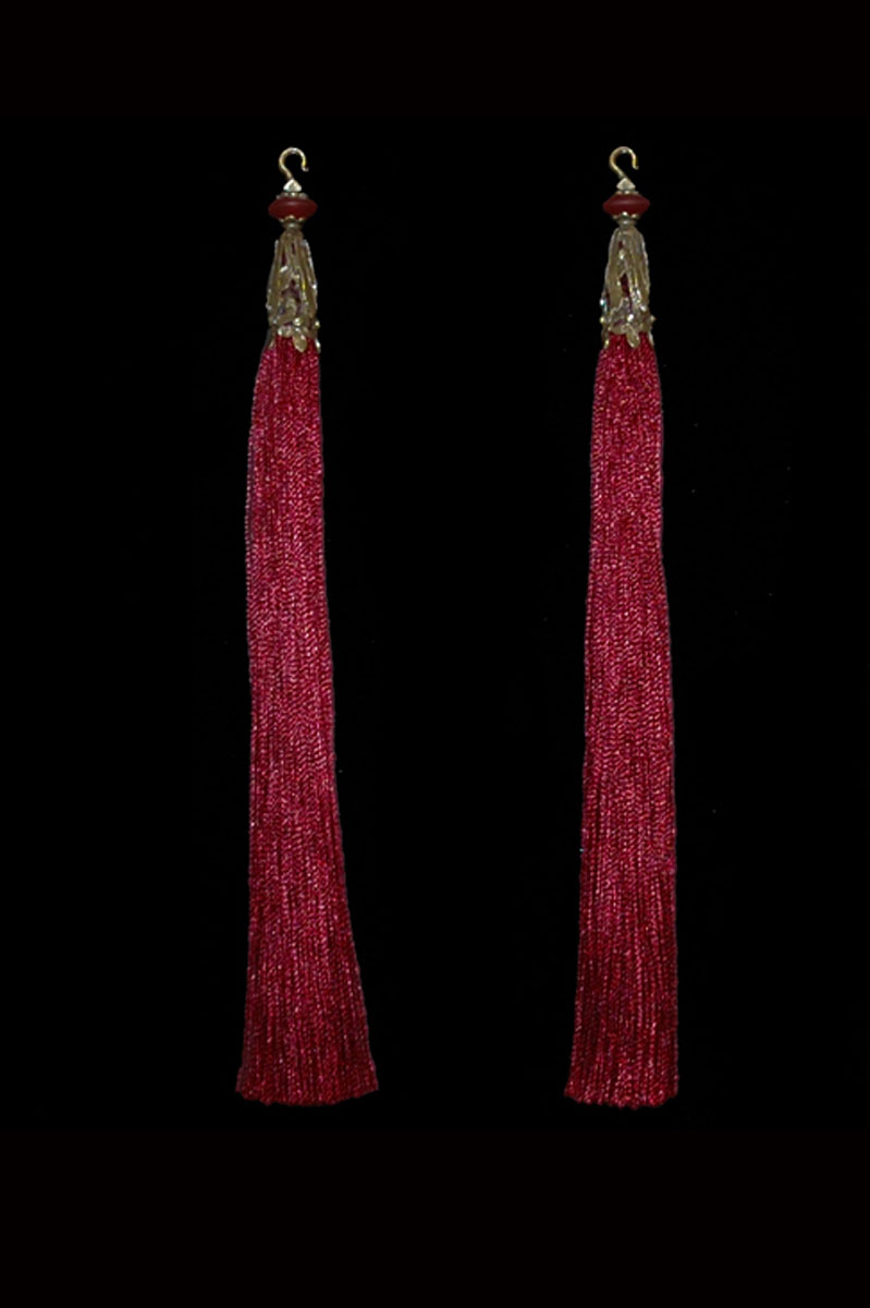 Venetia Studium couple of deep red hook tassels