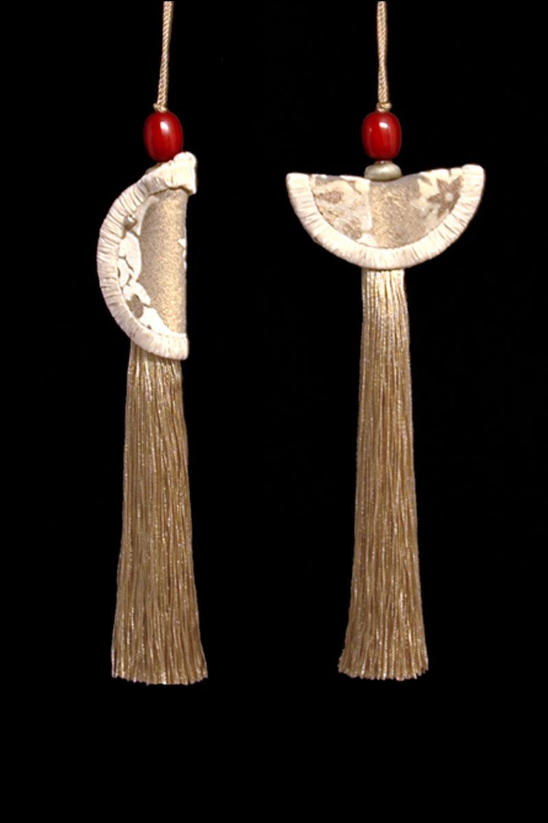 Venetia Studium couple of golden beige Geisha & Samurai key tassels