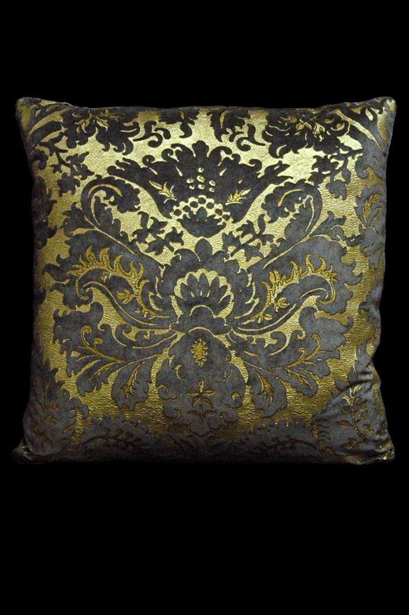 Venetia Studium Barbarigo square grey velvet cushion front