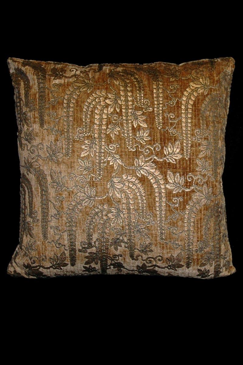 Venetia Studium Glicine biscuit printed velvet cushion