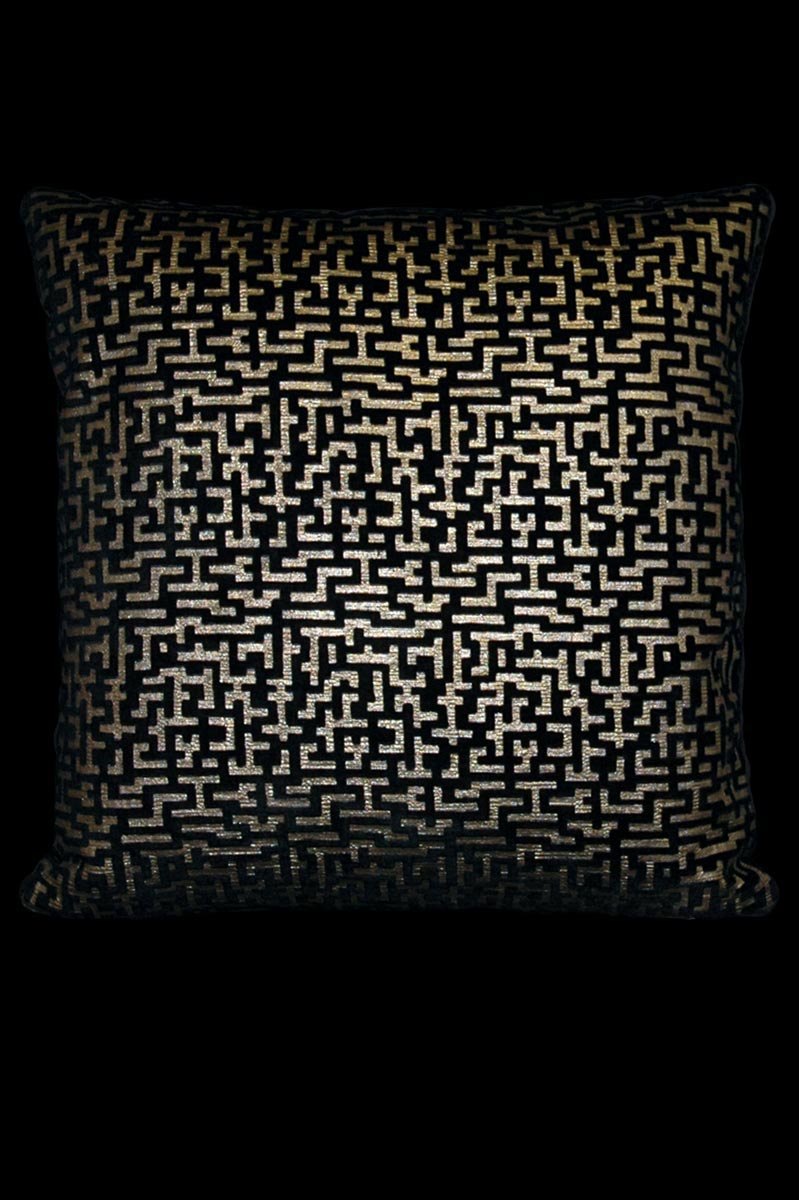 Venetia Studium Labirinto square black printed velvet cushion front
