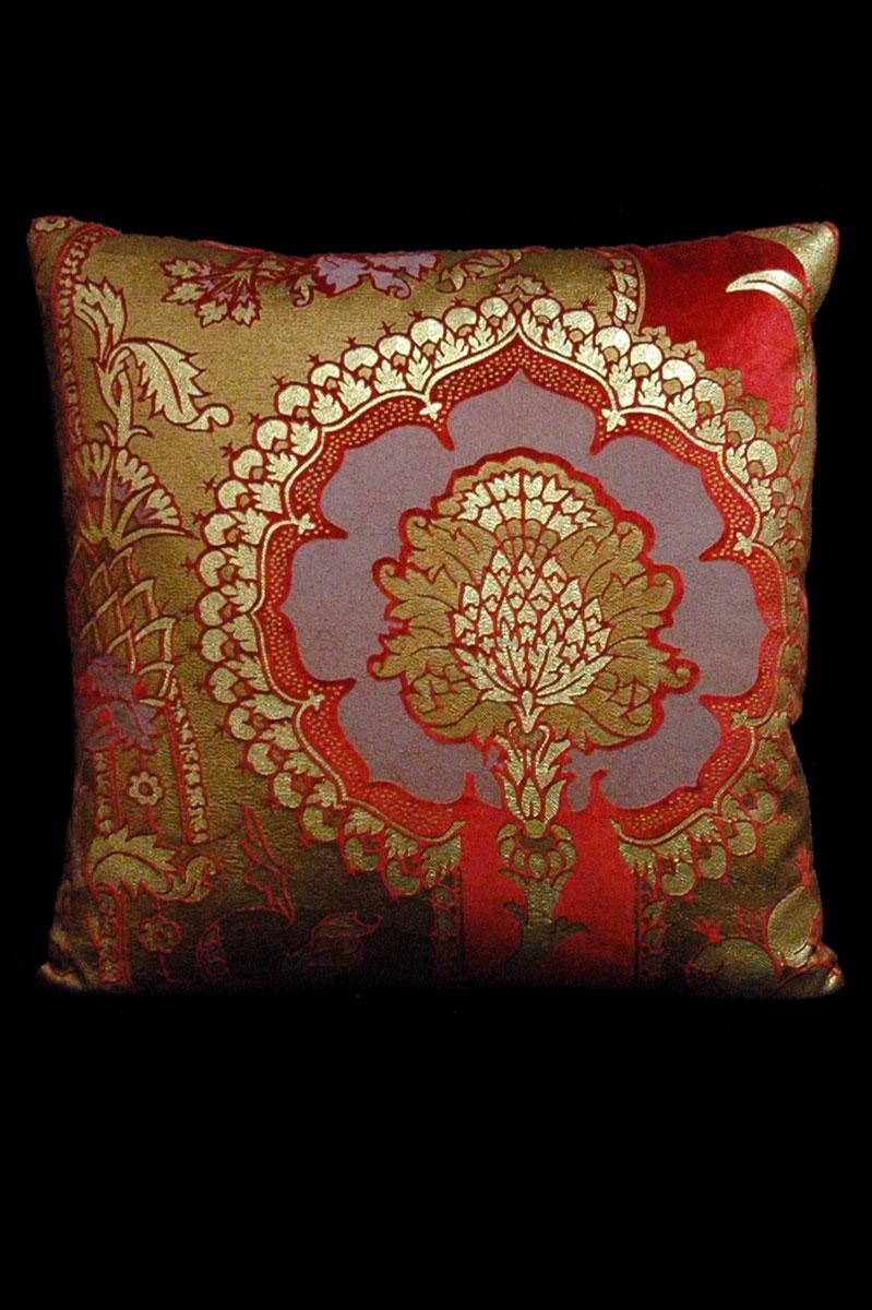 Venetia Studium San Gregorio red printed velvet square cushion