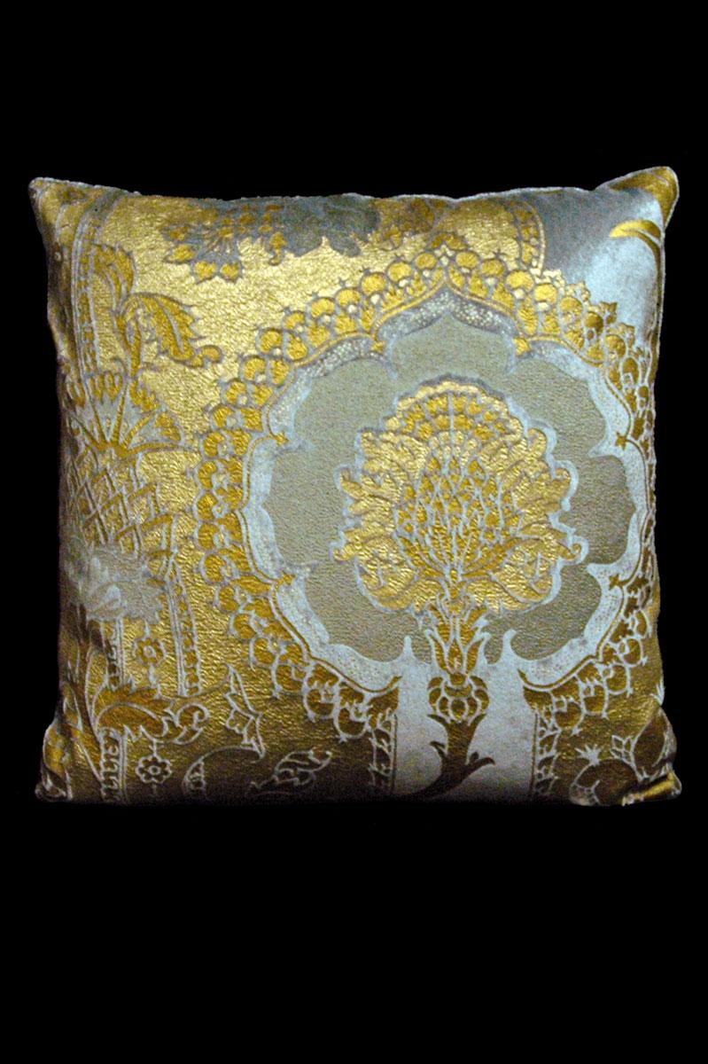 Venetia Studium San Gregorio grey printed velvet square cushion