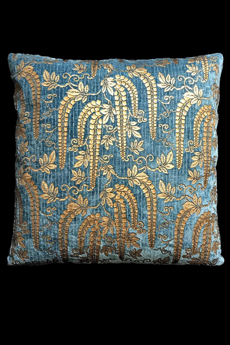 Venetia Studium Glicine printed velvet cushion